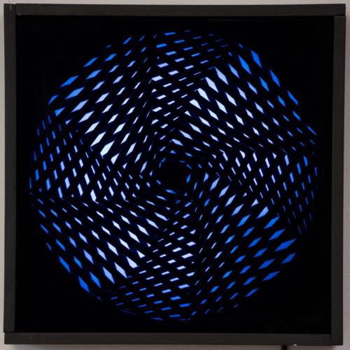 """<span class=""""nome_artista"""">Grazie Varisco<p class=""""nome_opera"""">SLV-R Rotosquare</p><p class=""""info_opera"""">oggetto cinetico luminoso 2964-65 - cm 36x36</p></span>"""